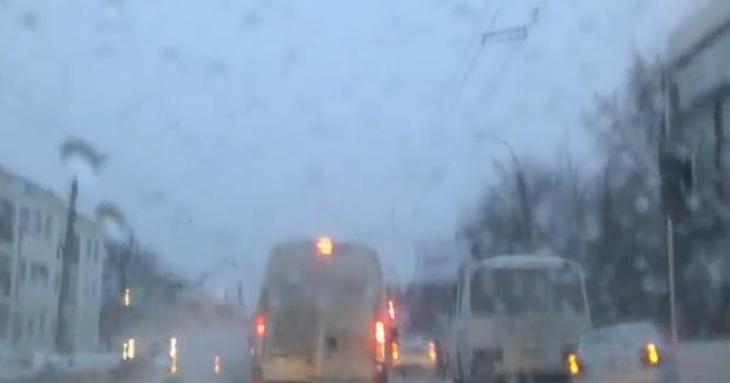 В Уфе в массовой аварии столкнулись 6 машин