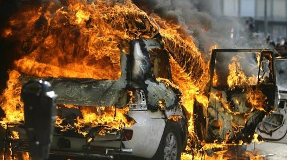 В Уфе на Бульваре Славы загорелась иномарка