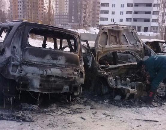 В Уфе на стоянке в автомобиле сгорел человек