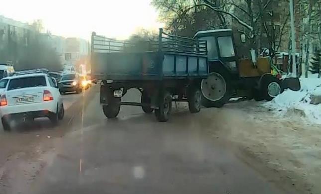 В Уфе пьяный тракторист помял «Деу Матиз»