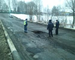 В Иглино из-за большегрузов обрушился мост