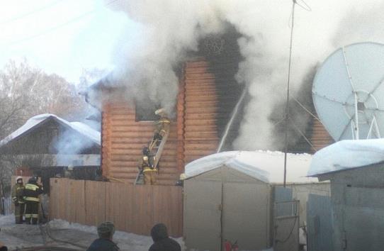 В Черниковке сгорел двухэтажный коттедж