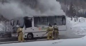 В Уфе тушили загоревшийся автобус ПАЗ