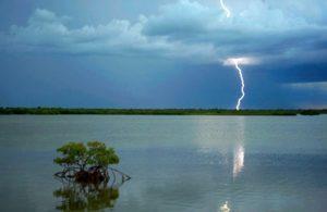 В Башкирии молнией убило мужчину, отдыхающего на озере