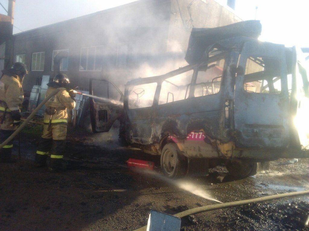 В Белорецком районе Башкирии сгорел туристический автобус «Тойота-коастер»