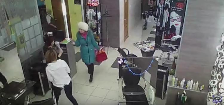 В Кумертау женщина с кухонным ножом устроила погром в парикмахерской