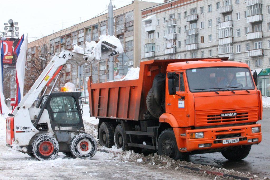 В Уфе очистка улиц от снега продолжится 13 января.