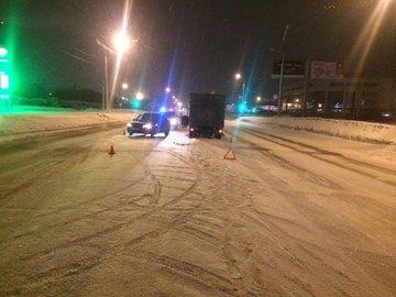 В Уфе произошло столкновение грузового автомобиля «Газель» и «Лада Гранта»