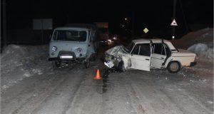 В городе Октябрьский произошло ДТП- столкнулись ВАЗ 2106 и УАЗ 3909